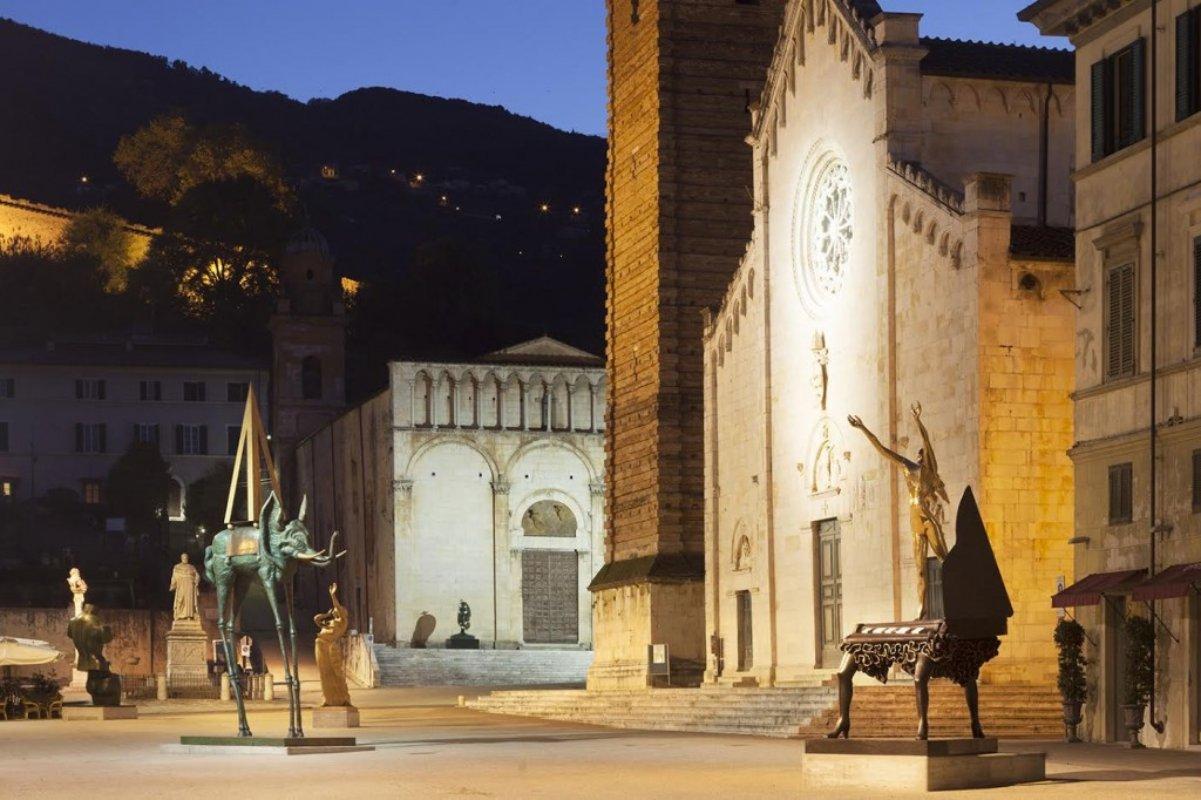 PIetrasanta _ Piazza Duomo